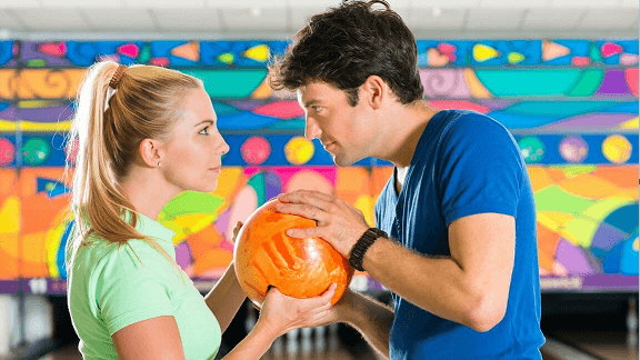 What to wear on a bowling date